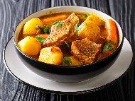 Рецепта Агнешка яхния с пресни картофи и моркови